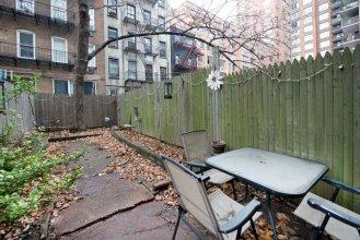 Charming Upper East Side Studio w/ Private Garden