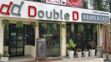Double D Rooms & Cafe
