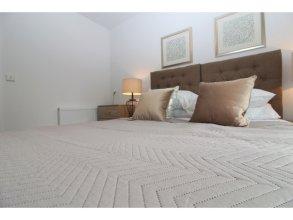 Luxury 2BR Modern Flat for 6 Near Holyrood Park