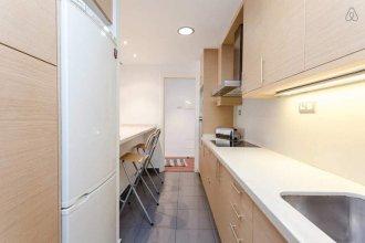 Modern 2 Bedroom Flat Next to Camp Nou