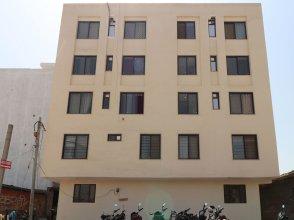 Oyo 13301 Mayesha Residency