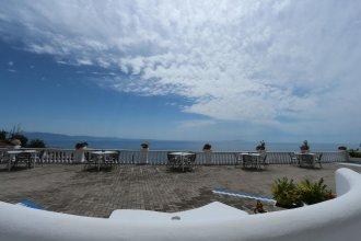 Paradise Lukova Hotel
