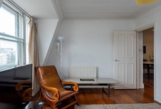 Comfy & Bright 2BR Home in West Kensington, Fits 4