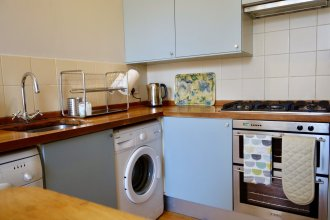 Spacious 2 Bedroom Home In Leith