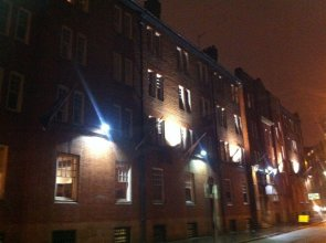 Ashton House - Hostel