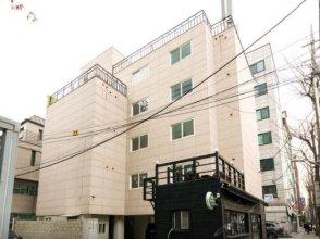 Patio 59 Hongdae's Head
