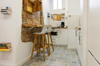 Space-saving Designer Apartment With One Bedroom in Chamberí, Madrid