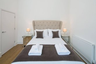 Edinburgh Castle Apartments And Suites