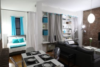 Cozy Central Park Pad Close To Trains & Shops!