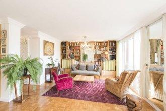 Apartment near Pont de Grenelle