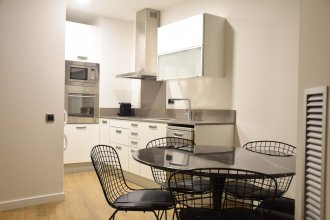 Elegant and centrally located spacious 2-bedroom apartment with a balcony and a terrace - Vale Suite 102