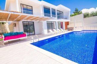 Villa Acelya by Akdenizvillam