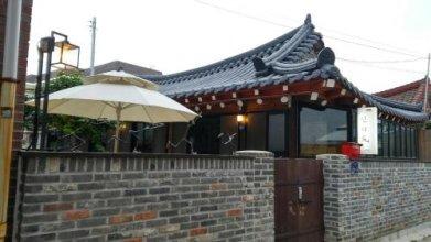 Shinsiwa Hanok Guesthouse 1