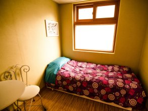 Kimchee Sinchon Guesthouse - Hostel