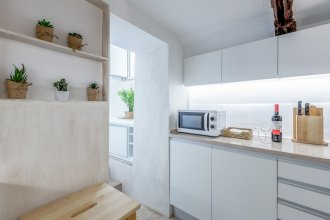 Renovated Typical Baixa Apartment + Free Pick-up, By TimeCooler