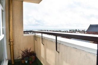 2 Bedroom Flat With Balcony Overlooking the Sea