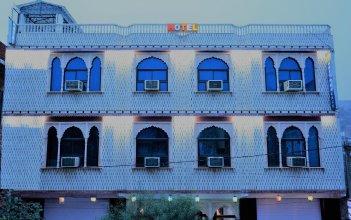 FabExpress White Palace