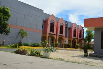 Manora Apartments And Guest House