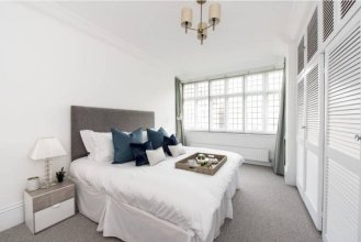 3 Bedroom House in Hampstead Village Sleeps 6