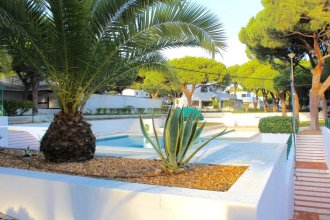 Apartment With 2 Bedrooms in Albufeira, With Shared Pool, Furnished Garden and Wifi - 800 m From the Beach