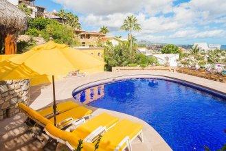 Walk to Cabo Marina & Downtown: Villa Mira Flores