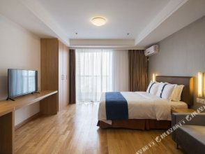 New Jinqiao Holiday Apartment