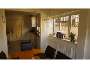 Charming, Spacious 3-br Home for 6 in Central Bath