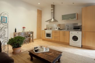 Fabulous 2 Bed With Terrace Close to Plaza España
