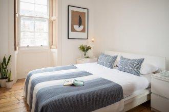 2 Bedroom Apartment With Cinema Screen Sleeps 5