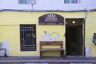 Апартаменты Gorgeous 3BR Townhouse in Neve Tzedek by HolyGuest