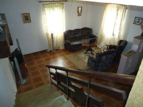 Апартаменты Dinadav House