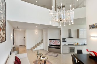 Апартаменты Deluxe Loft 2BR in White City by HolyGuest