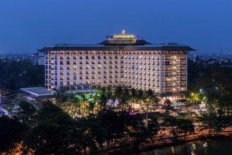 Отель Chatrium Hotel Royal Lake Yangon