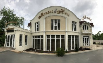 Отель Моцарт Холл