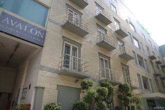 Отель Avalon Courtyard