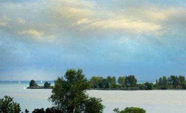 Four Points by Sheraton Toronto Lakeshore