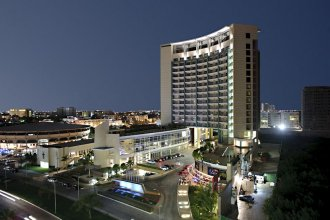 B2B Malecon Plaza Hotel & Convention Center