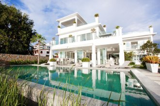 Luxury 5 star beach villa 8 beds