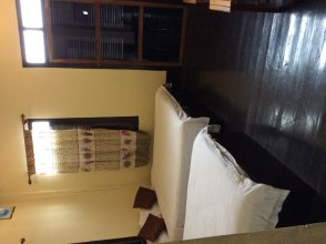 Aham Corner Guesthouse (Aussie Sports Bar Guesthouse)