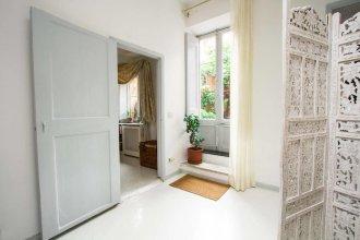 Monti Secret Garden Apartment