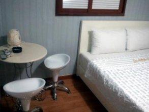 Riviera Motel Sinchon