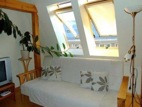 Sunlit Loft Apartment Riga