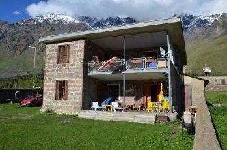 Kazbegi Guesthouse Lela