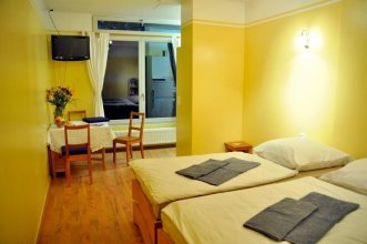 Mirbach Apartments & Hostel