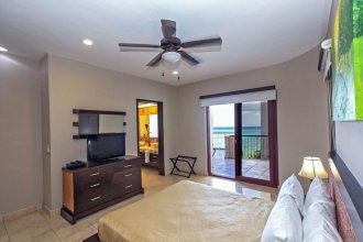 Ocean Front Penthouse Reef 401 at Faro