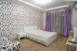 Apartment On Prospekt Karla Marksa 11
