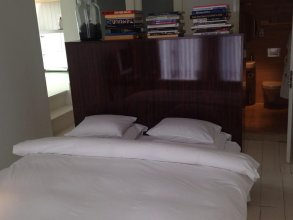 Miauw Suites, canal view city centre hotel