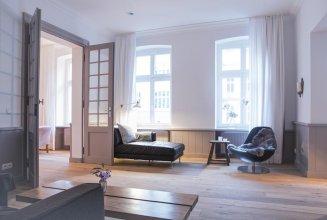Schoenhouse Apartments