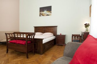 Liana-Luxury And Central Flat