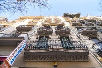 Happy People Sagrada Familia Gaudi